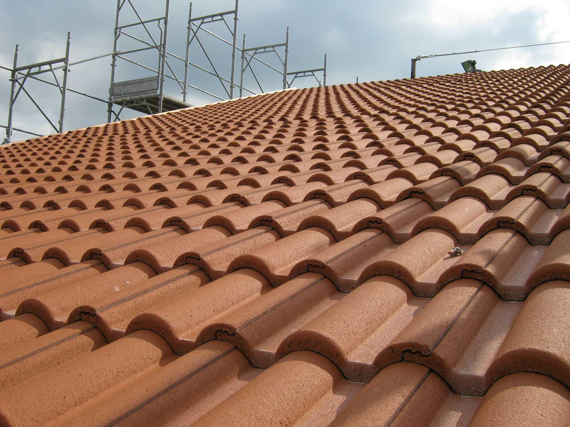 Tetto e pannelli fotovoltaici - Copertura a tetto ...